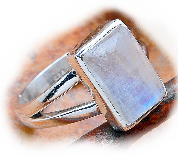 bague argent avec magnifique pierre de lune bleue bijoux. Black Bedroom Furniture Sets. Home Design Ideas