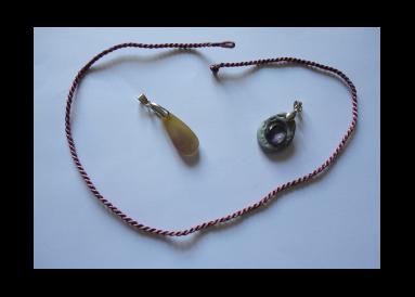 Un pendentif améthyste et un pendentif agathe
