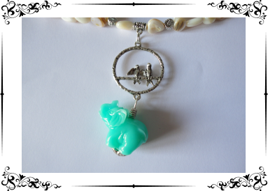 Parure en nacre avec éléphant