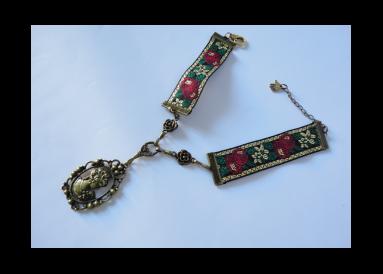 collier ruban brocart avec pendentif