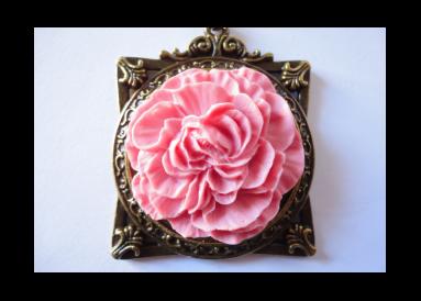 Pendentif cadre avec fleur (rose)