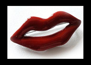 broche lèvres sourire
