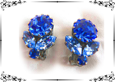 Boucles en strass bleu roy face