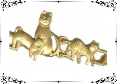Bracelet métal doré avec chats détail 1