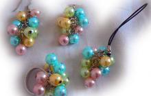 Bague perles fantaisie, boucles d'oreille (percées) et bijou téléphone