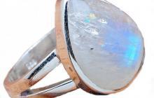Bague argent avec magnifique pierre de lune bleue