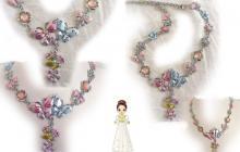 collier papillons émail rose et bleu