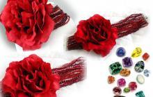 Collier de chien avec perles et roses rouges