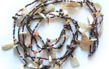 collier 3 rangs perles de rocaille et nacre