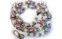 Collier perles de verre fleuries