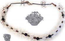 "coliier quartz blanc et pierres du soleil ""sitara"" bleu marines"