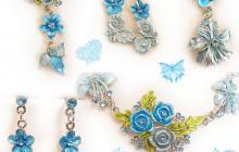 Parure fleurs et feuilles émail bleue