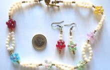 perles de nacre avec fleurs de verre