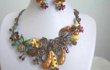 Parure fleurs et fruits en émail
