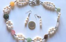 parure perles de culture avec fleurs pierres naturelles