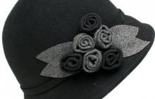 Chapeau laine noir avec fleurs