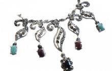 Collier argent et marcassites avec rubis émeraudes et saphirs